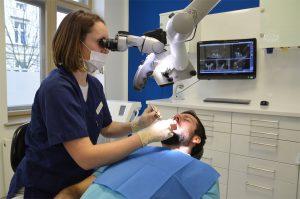 Mikroskopische Endodontie Behandlung